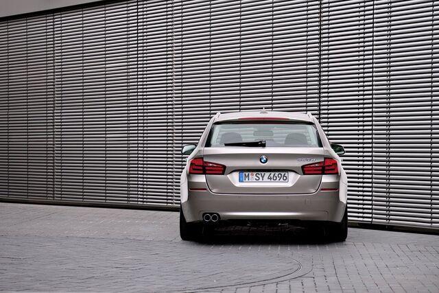 File:2011-BMW-5-Series-Touring-65.jpg