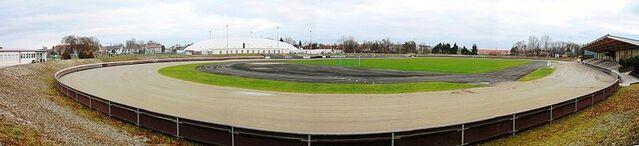 File:Stadion Haunstetten.jpg