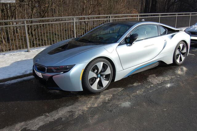 File:BMW-i8-Live-Fotos-Ionic-Silver-Akzent-i-Blau-Leipzig-02.jpg
