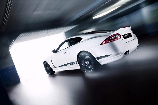 File:2011-Jaguar-XKR-Coupe-Packages-25.jpg