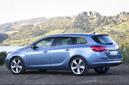 Opel-Astra-Sports-Tourer-12