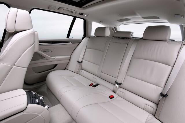 File:2011-BMW-5-Series-Touring-45.jpg