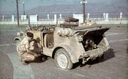 Bundesarchiv N 1603 Bild-192, Sizilien, Reifenpanne mit VW-Kübelwagen