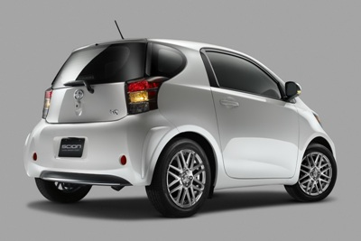 2011-Scion-iQ-05small