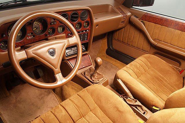 File:Lancia-Thema-8-32-21.JPG