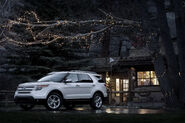 2011-Ford-Explorer-SUV-109