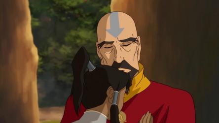 File:Tenzin and Korra hug.png