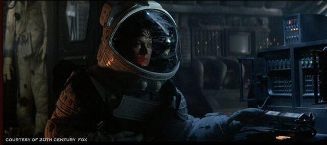File:Alien-1979-alien-aliens-8255324-655-291.jpg