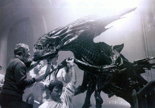 File:Movies grayscale xenomorph alien queen movie making-of monochrome desktop 1996x1397 hd-wallpaper-669042.jpg