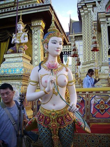 450px-Kinnari at Phra Meru of HRH Princess Galyani Vadhana