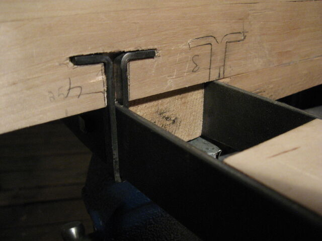 File:Fitting T-clamps to the case - 07.jpg