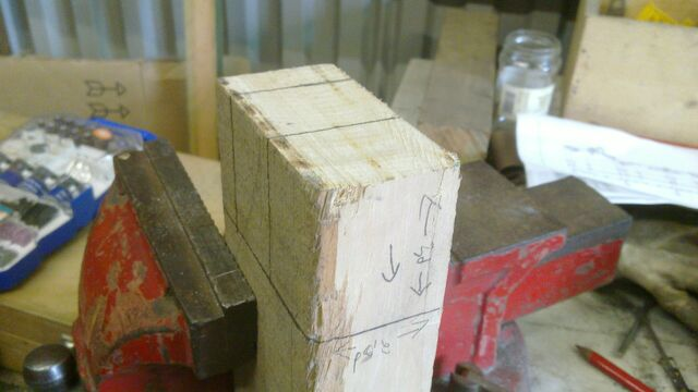 File:Assembling the little ladder - 01.jpg