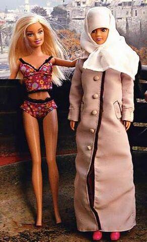 File:Barbie-vs-fulla.jpg