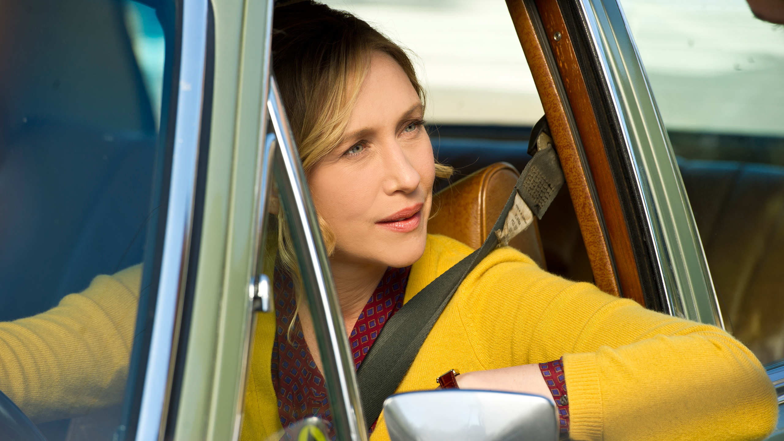 File:13-norma-bates-spots-deputy-shelby-from-her-car.jpg