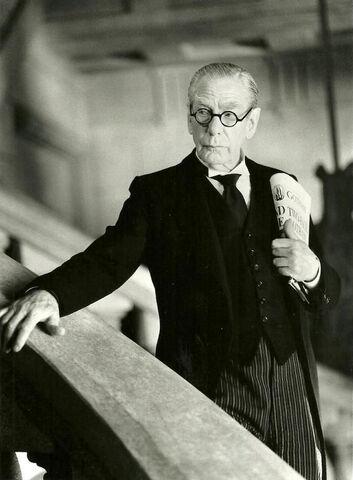 File:Alfred Pennyworth in Batman Forever.jpg