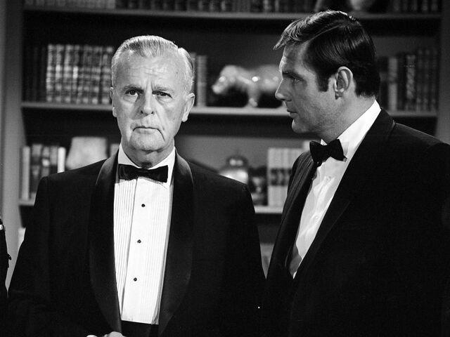 File:Batman '66 - Gordon and Wayne.jpg