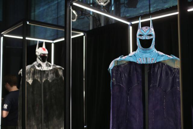 File:SDCC2014-Batman-Cape-Cowl create Art Exhibit 452635882.jpg