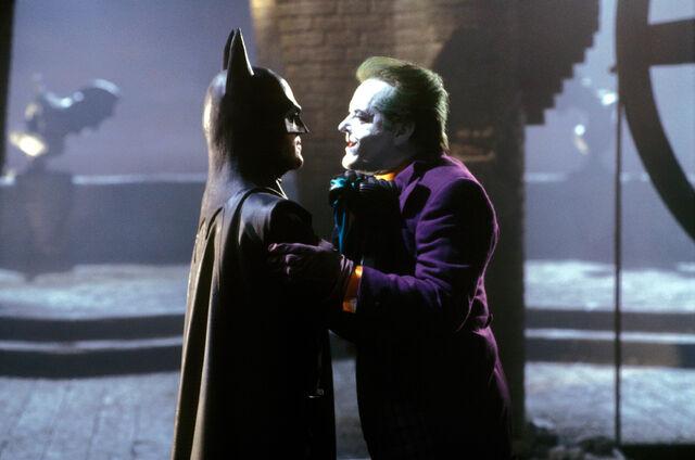 File:Batman-1989-batman-confronts-the-joker.jpg