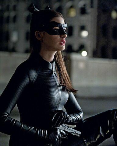 Archivo:TDKR Catwoman.jpg