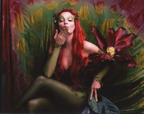 File:Poison Ivy (Uma Thurman) 15.jpg