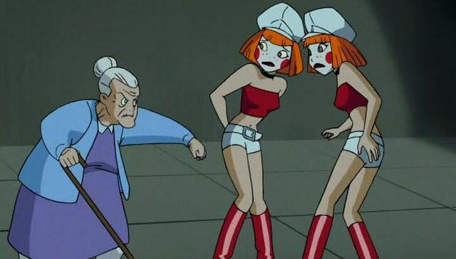 File:Dee Dee Twins with Nana Harley.jpg