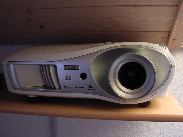 Datei:Epson EMP TW600 aufgestellt.jpg