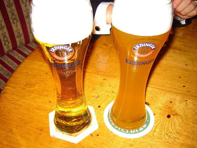 File:Hefeweizen and kristallweizen.jpg