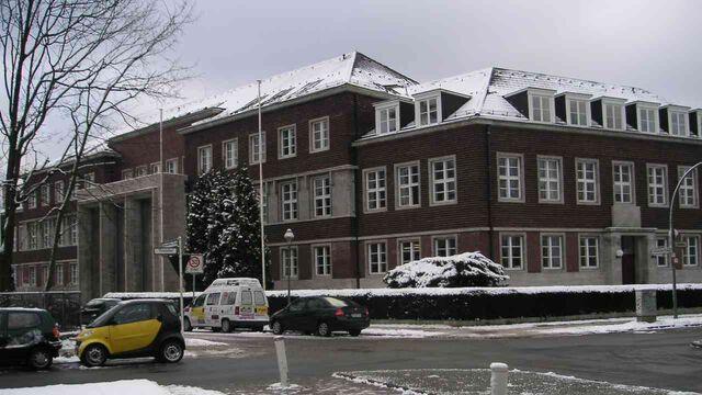 Datei:Freie Universität Berlin Präsidialgebäude im Winter 01-2005.jpg