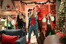 1x14 - The Girls of Christmas Past - Still11