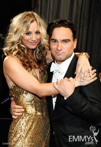 File:2009 Emmy Kaley Cuoco and Johnny Galecki.jpg