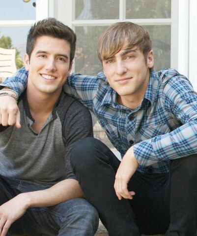 File:Logan-and-kendall-kendall-schmidt-and-logan-henderson-16826235-544-650.jpg