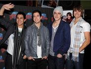 Kendall-james-logan-carlos-planet-hollywood-2