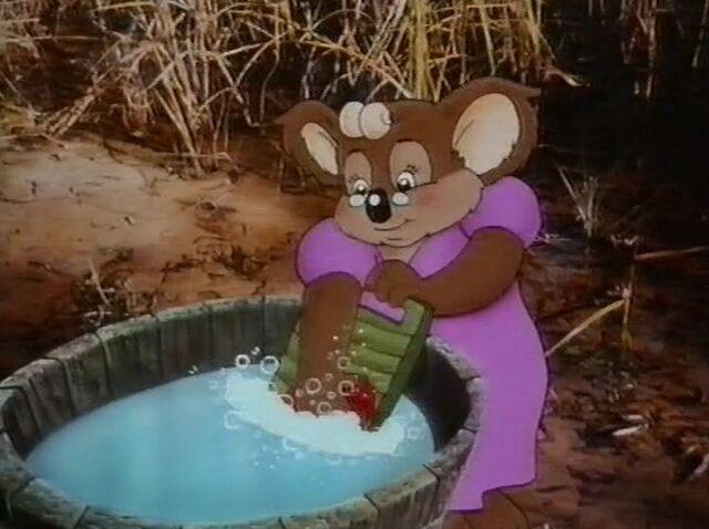 File:Mrs Koala washing clothes.jpg