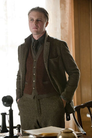 File:Jimmy-Darmody-S1-Portrait.jpg