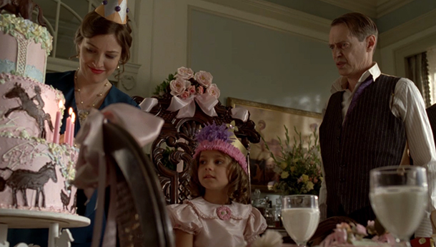 Archivo:Peg-Emily-Nucky-birthday.jpg