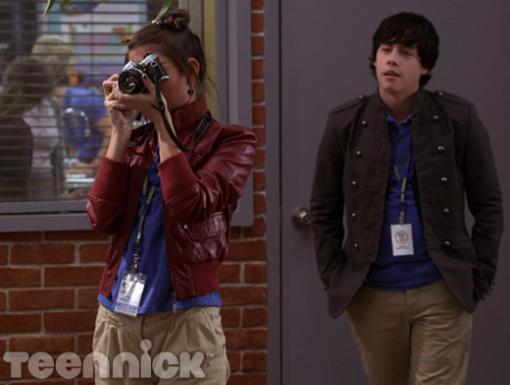 File:Imogen taking pictures.jpg