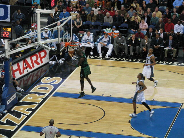 File:KG with a Massive Dunk.jpg