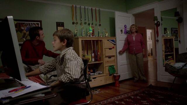 File:1x04 - Jesse in Jake's room.jpg