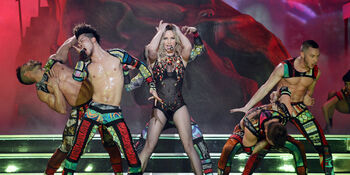 O-BRITNEY-SPEARS-PIECE-OF-ME-facebook