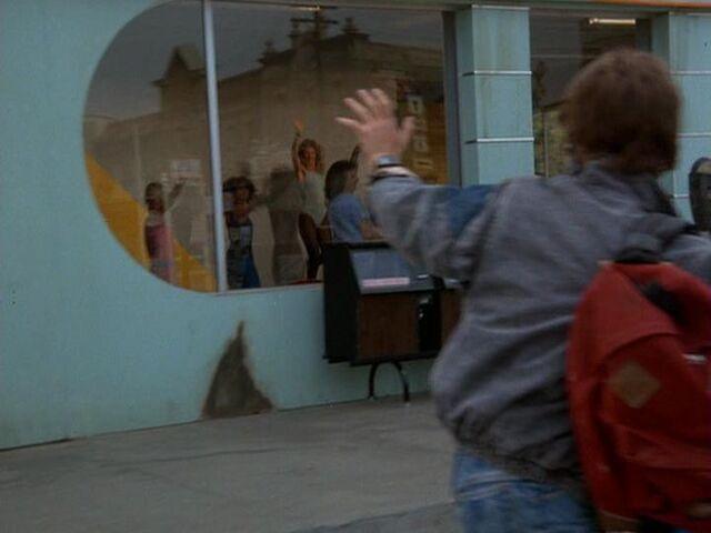 File:Lou's aerobic center.jpg