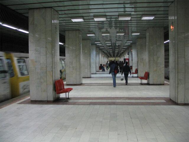Fișier:Metrou Armata Poporului.jpg
