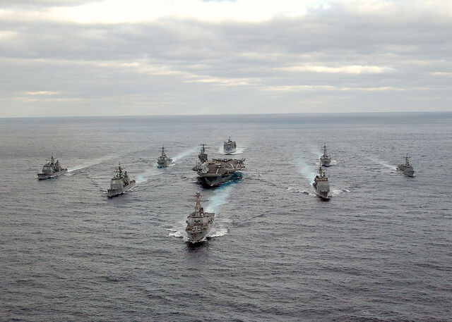 檔案:US Navy 031130-N-3653A-002 USS George Washington (CVN 73) Carrier Strike Group formation sails in the Atlantic Ocean.jpg