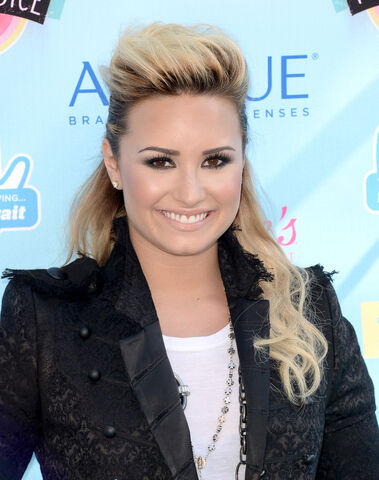 File:Demi-Lovato-at-Teen-Choice-Awards-2013-8.jpg
