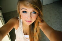 Beautiful-blonde-blue-eyes-callmegiraffe-girl-Favim.com-460108