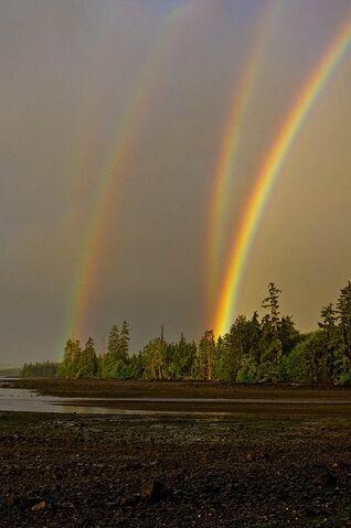 File:Triple-Rainbow.jpg