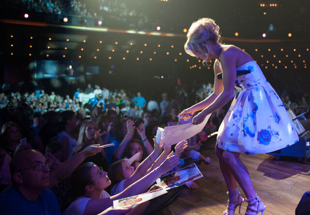 File:Carrie-Underwood-5-year-Opry-Anniversary-CountryMusicIsLove.jpg