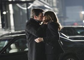 Castle-Beckett-First-Kiss-Knockdown