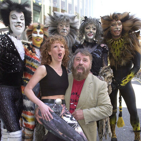 Brian Blessed and Bonnie Langford with London Cast (2000)