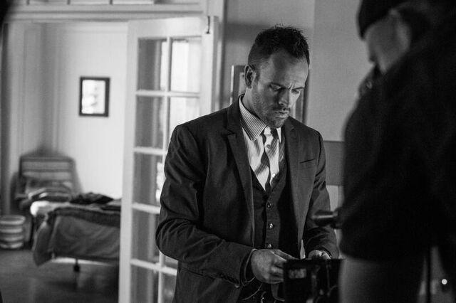 File:002 Poison Pen behind the scenes still of Jonny Lee Miller.jpg