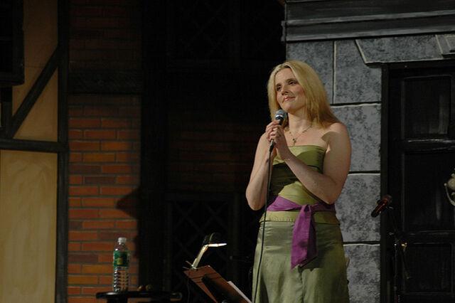 File:Méav smirks holding a microphone.jpg